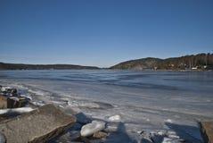 Das Meer ist eingefroren, um zu gefrieren. Lizenzfreie Stockfotografie