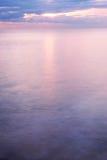 Das Meer am Sonnenaufgang Stockbild