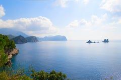 Das Meer und die Küstenlinie, Budva, Montenegro, adriatisches Meer, Medi Stockfotos