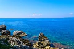 Das Meer und die Küstenlinie, Budva, Montenegro, adriatisches Meer, Medi Lizenzfreies Stockfoto