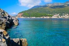 Das Meer und die Küstenlinie, Budva, Montenegro, adriatisches Meer, Medi Stockbilder