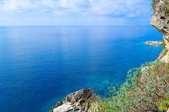 Das Meer und die Küstenlinie, Budva, Montenegro, adriatisches Meer, Medi Stockfoto