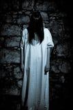 Das merkwürdige geheimnisvolle Mädchen-/Grausigkeitkonzept Lizenzfreies Stockbild