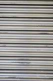 Das metallische Muster des industriellen Tors Stockfotografie