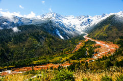 Das minya konka Berg-jokul und der Red River in China Lizenzfreies Stockfoto