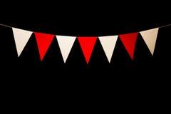 Das Mit dem Kopfe stoßen, sieben rot und weiße Dreiecke auf Schnur für Fahne verwirren Stockbild