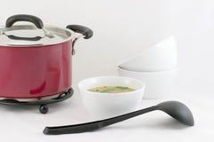 Das Mittagessen ist - Bohnensuppe betriebsbereit Stockbild