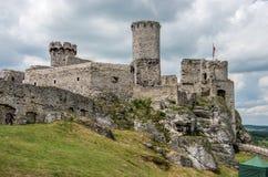 Das mittelalterliche Schloss in Ogrodzieniec in Polen stockbild