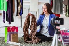 Das Mode Blogger-Aufnahmevideo für Blog Lizenzfreie Stockfotografie