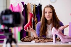Das Mode Blogger-Aufnahmevideo für Blog Stockfotos