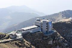 Das moderne Restaurant auf dem Gipfel des Bergs Generoso Stockfotos