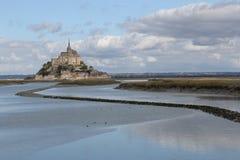Das mont Heiligmichel in Normandie in Frankreich mit Flut Lizenzfreie Stockfotos