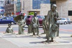 Das Monument eines anonymen Passanten, Übergang, Skulpturen von Leuten, Breslau, Polen Lizenzfreies Stockfoto