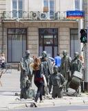 Das Monument eines anonymen Passanten, Übergang, Skulpturen von Leuten, Breslau, Polen Stockbild