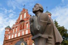 Das Monument von Adam Mickiewicz in Vilnius, Litauen Stockfotos