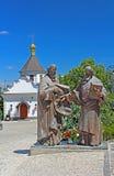 Das Monument von Heiligen Cyril und Methodius in Kyiv-Pechersk Lavra, Kyiv stockfotografie