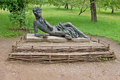Das Monument zu Alexander Pushkin im Zustand Mikhailovskoye lizenzfreie stockfotografie