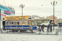 Das Monument zu Pferdetram konka in St Petersburg Lizenzfreies Stockbild
