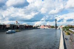 Das Moskau-Fluss- und -luxuswohngebiet Lizenzfreie Stockfotos