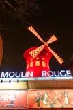 Das Moulin Rouge bis zum Nacht lizenzfreies stockfoto