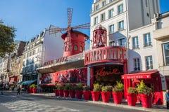 Das Moulin Rouge in Montmartre Paris, Frankreich, lizenzfreie stockfotografie