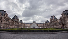 Das Museum des Louvre stockfotos