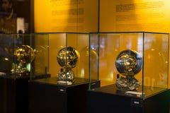 Das Museum von Trophäen der Cups und der Preise des Team FC Barcelona in von Camp Nou Lizenzfreie Stockfotos