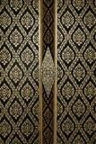 Das Muster auf der Tür Watbanghuasuea Lizenzfreies Stockfoto