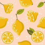 Das Muster mit Zitronen auf Rosa Lizenzfreie Stockfotografie