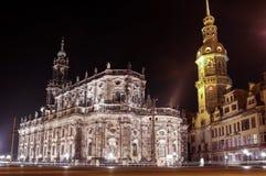 Das Nacht-scape alter Stadt Chuch Dresdens und des Zwinger-Palastes Lizenzfreie Stockfotografie