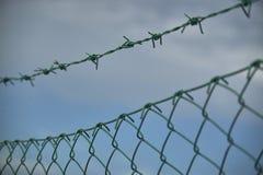 Das Netz und der Stacheldraht Lizenzfreie Stockfotos