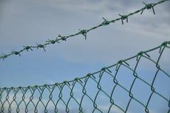 Das Netz und der Stacheldraht Stockfotos