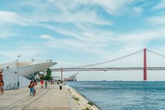 Das neue Kunstmuseum, die Architektur und Technology Museu de Arte, das Arquitetura e Tecnologia oder das MAAT stockbilder