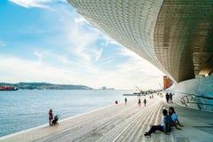 Das neue Kunstmuseum, die Architektur und Technology Museu de Arte, das Arquitetura e Tecnologia oder das MAAT stockbild