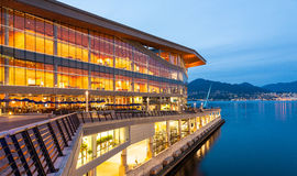 Das neue, moderne Vancouver Convention Center an der Dämmerung Stockfotos