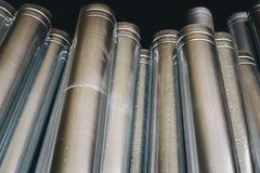 Das neue Regen-Wasser, das Metallfallrohr abläßt Lizenzfreies Stockbild