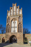 Das neue Tor in der Stadtmauer von Neubrandenburg im ehemaligen EA Lizenzfreies Stockfoto