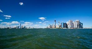Das New York City im Stadtzentrum gelegenes w der Freiheits-Turm und das New-Jersey Lizenzfreies Stockbild