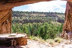 Das Nischen-Haus am Bandelier-Nationaldenkmal-Park in Los Alamos, New Mexiko stockbild