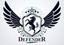 Das noble Emblem, das mit Adler gemacht wird, beflügelt Dekoration, Pferd und pentag Lizenzfreie Stockfotografie