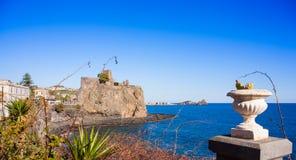 Das normannische Schloss von Acicastello Lizenzfreie Stockfotos