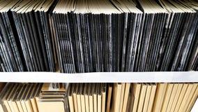 Das Notizbuch verfügbar für Verkauf im Regal am Buchladen Lizenzfreies Stockfoto