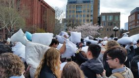 Das 2016 NYC-Kissenschlacht-Tagesteil 2 47 Stockfoto