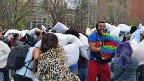 Das 2016 NYC-Kissenschlacht-Tagesteil 3 16 Stockbild
