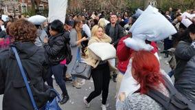 Das 2016 NYC-Kissenschlacht-Tagesteil 3 61 Stockfoto