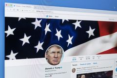 Das offizielle Twitter-Konto des Sozialen Netzes für Donald Trump auf Bildschirm Apples IMac Der Präsident der Vereinigten Staate Lizenzfreie Stockfotografie