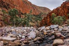 Das Ormiston-Schlucht waterhole, West-MacDonnell-Strecken-Nationalpark, Nordterritorium, Australien stockfotografie
