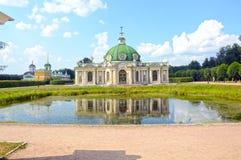 Das Palast- und Parkensemble Kuskovo stellt Jahrhunderte Sheremetevs XVIII-XIX Grottenarchitekten 1756-1761 Argunov grafisch dar Lizenzfreies Stockfoto