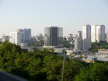 Das Panorama von der Höhe zu Rostov- On Donstadt Stockfotos