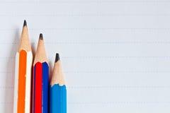 Das Papier und drei Bleistifte Stockbild